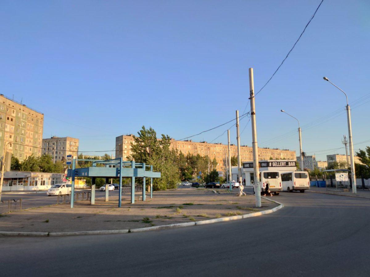 Фото дня: остановка троллейбуса в Юго-Востоке-3