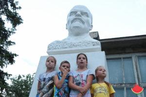 Названо соотношение мальчиков и девочек в Астраханской области