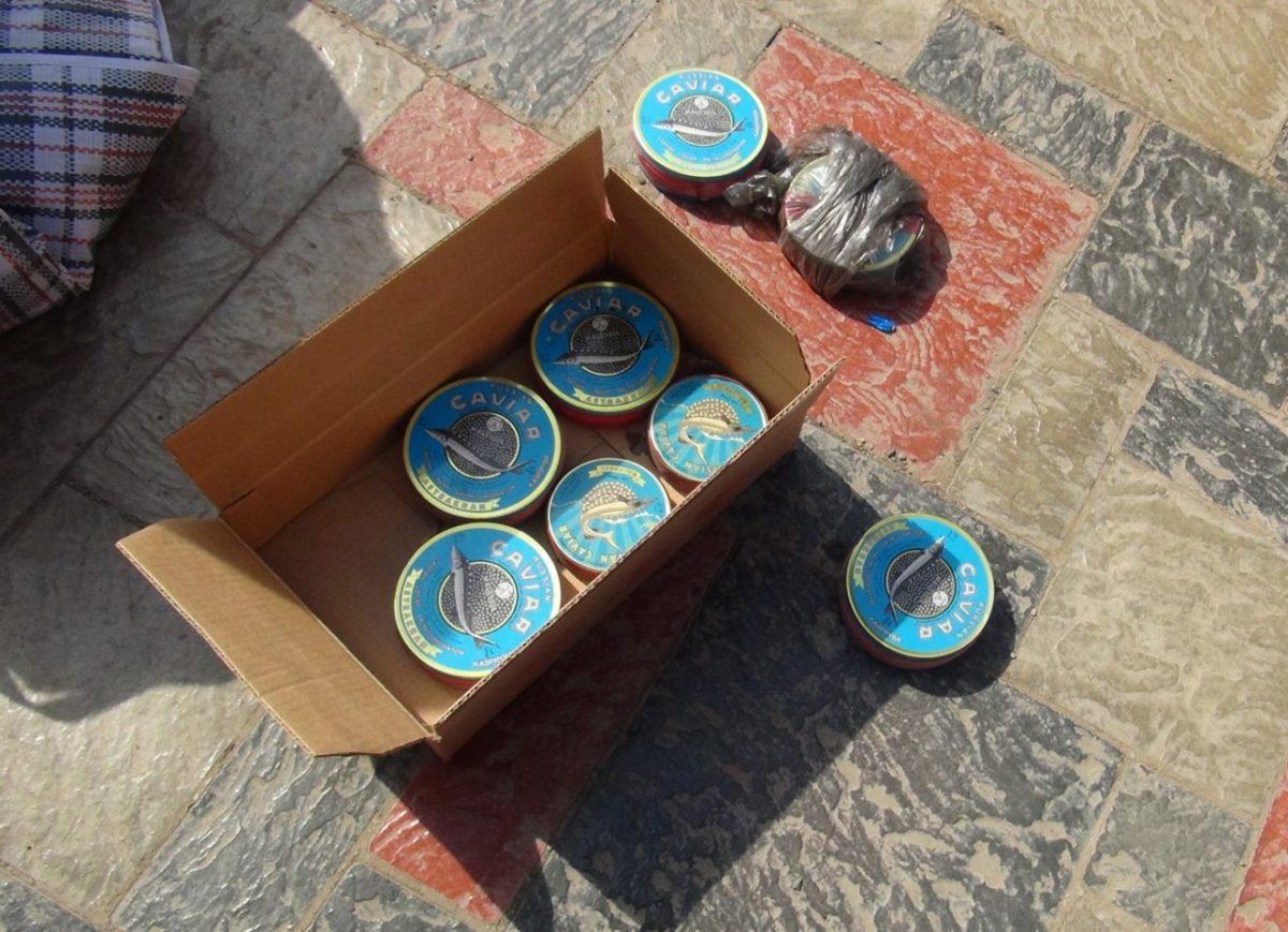 Грузчик астраханского рыбозавода воровал черную икру
