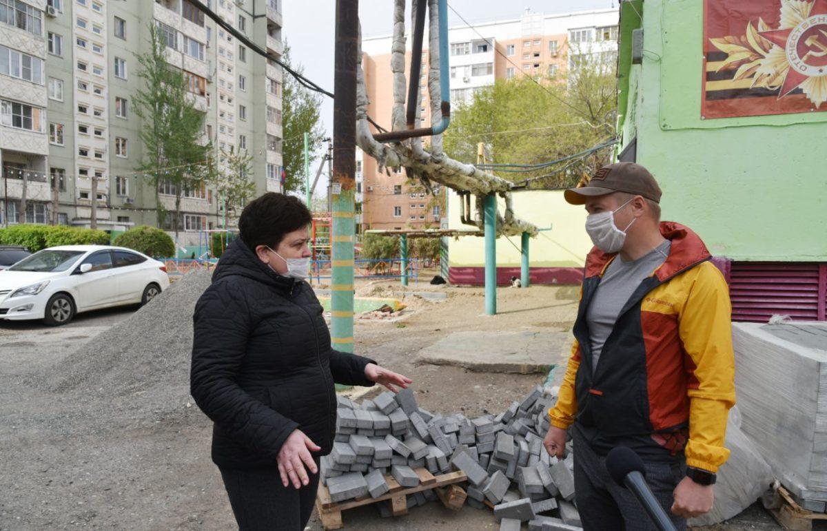 В Астрахани активно ремонтируют дворы