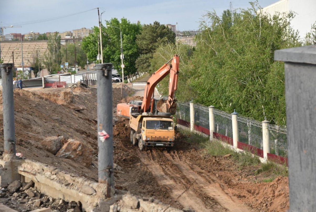 Как в Астрахани идет ремонт моста через Царев