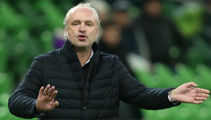 Футбольный тренер раскритиковал просящих деньги россиян
