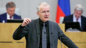 Олег Шеин: правительство «щедро» повысило пособие по безработице
