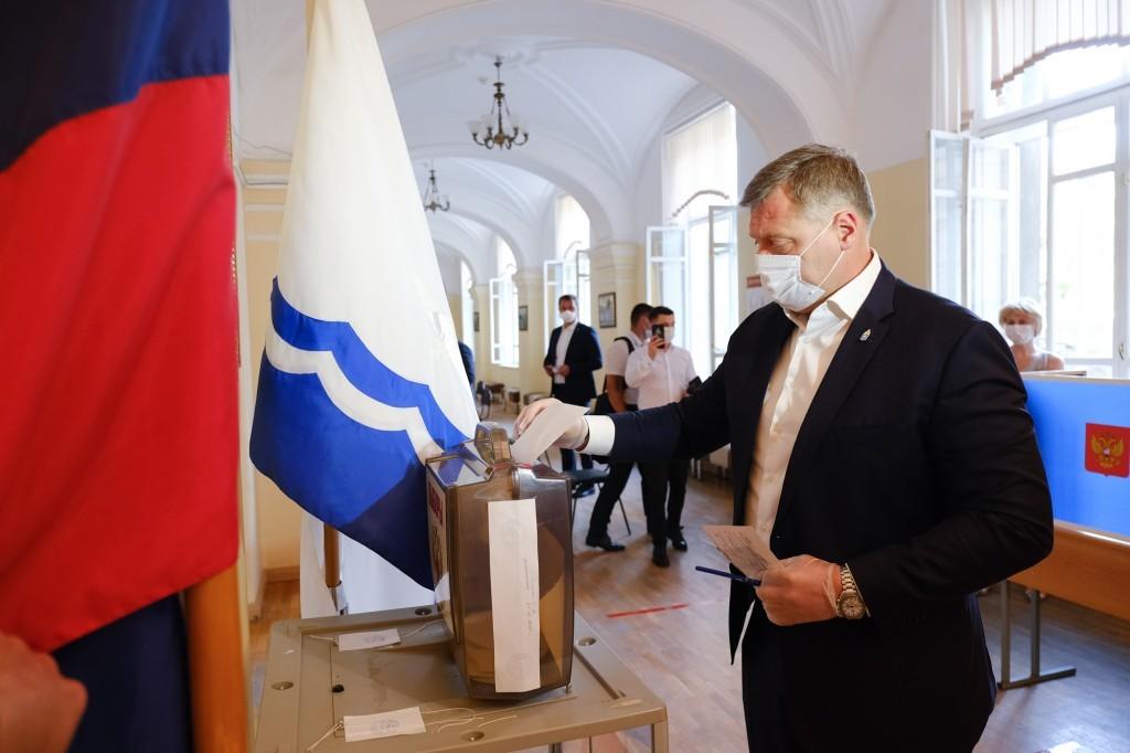 Игорь Бабушкин проголосовал по поправкам в Конституцию в Астраханской консерватории