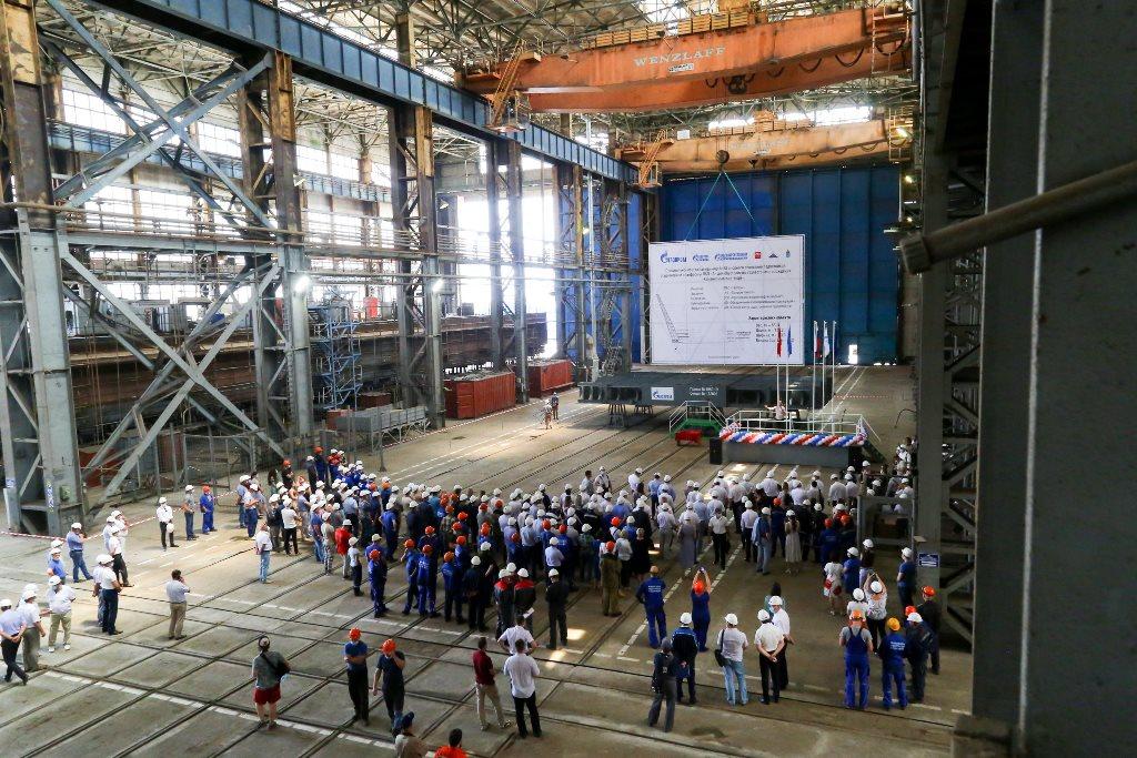 В Астрахани заложили ледостойкую платформу для газового месторождения