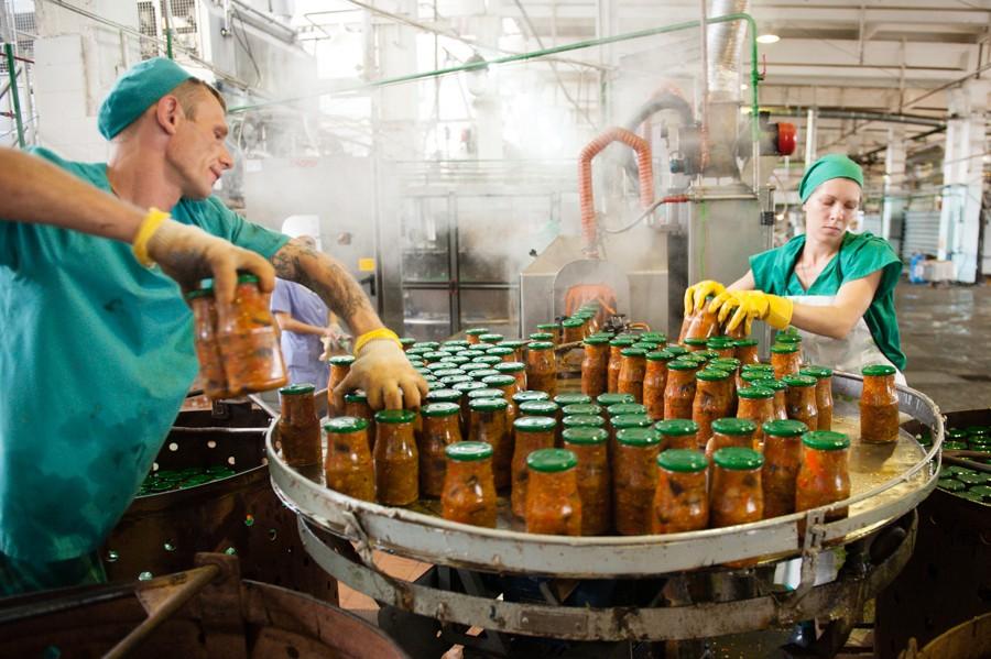 Астраханские предприятия приступили к переработке местных овощей