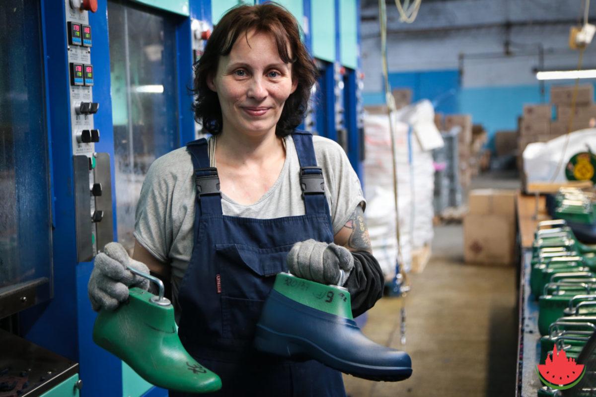 В Астраханской области выросли объемы производства одежды и обуви