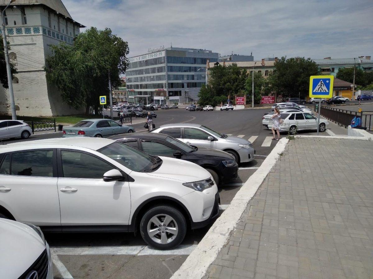 Астраханским любителям неправильной парковки может помешать только бетон