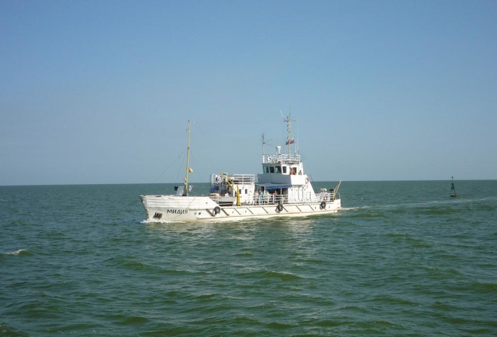 Научно-исследовательское судно застряло на Каспии из-за поломки