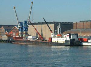 Волго-Каспийский канал под Астраханью поймал на мель очередное судно