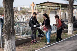 Астраханские кладбища снова открыли для посещений