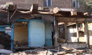 В Астрахани активно сносят старые аварийные дома