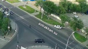 Велосипедист-нарушитель помахал рукой сотрудникам ДПС и свалился перед ними