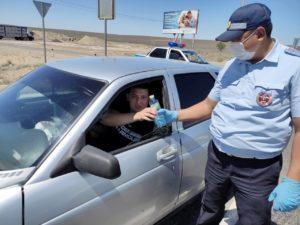 «Минералочки?»: астраханские инспекторы ДПС помогают водителям