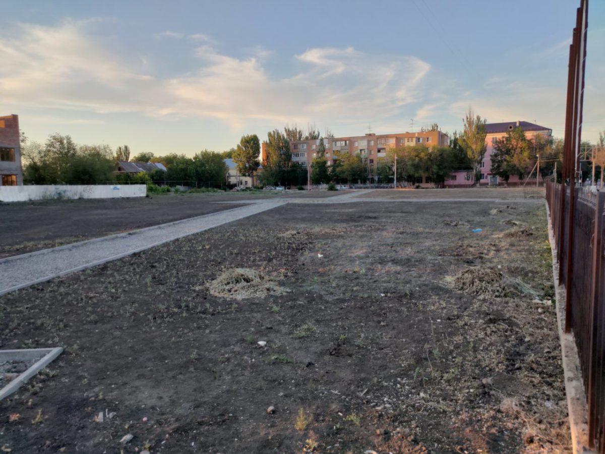 В Астрахани возобновился ремонт парка на улице Яблочкова