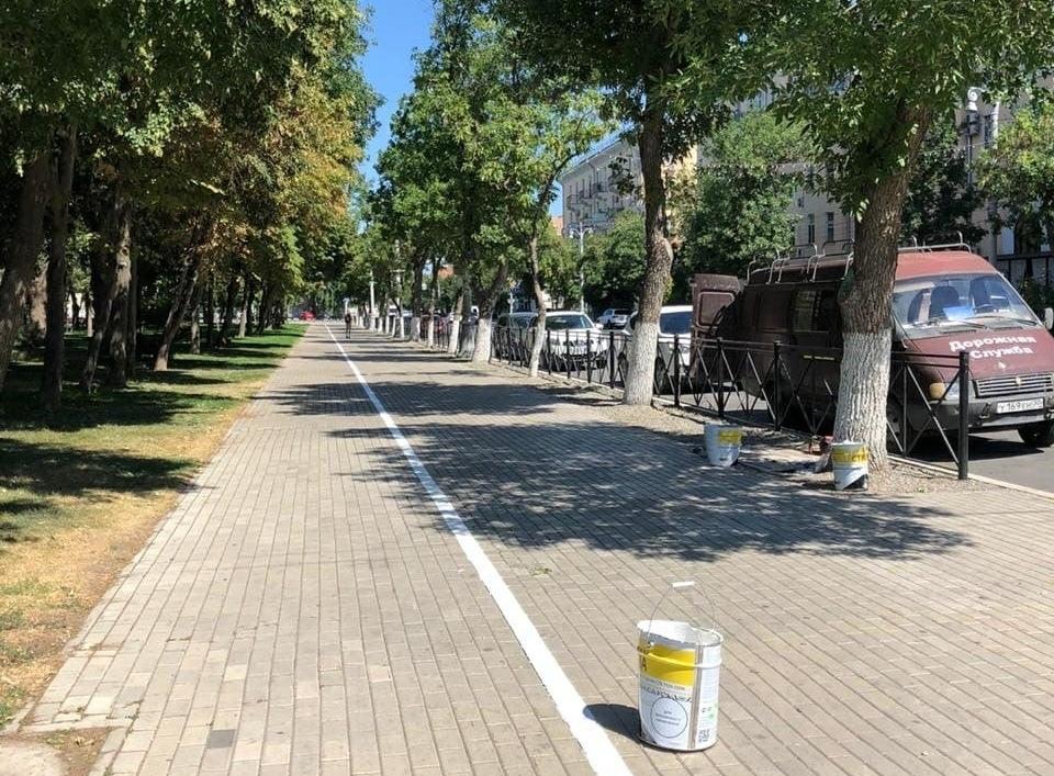 На площади Ленина начали рисовать велодорожки