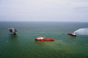 Астраханские нефтяники тренировались ликвидировать два выброса нефти сразу