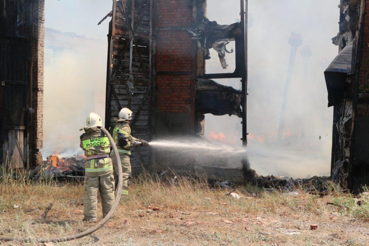 Пожар в троллейбусном парке Астрахани мог произойти из-за неосторожного обращения с огнем