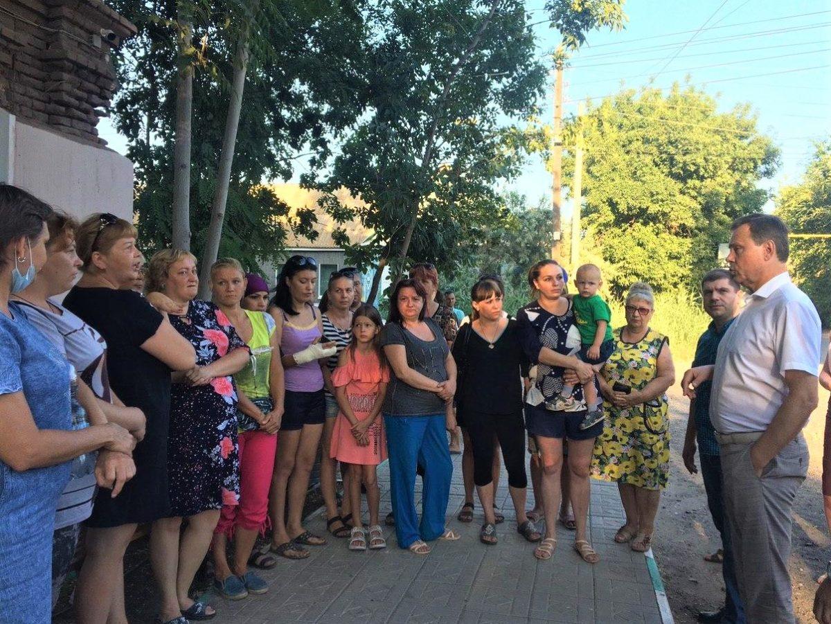 Астраханцы протестуют против закрытия школы