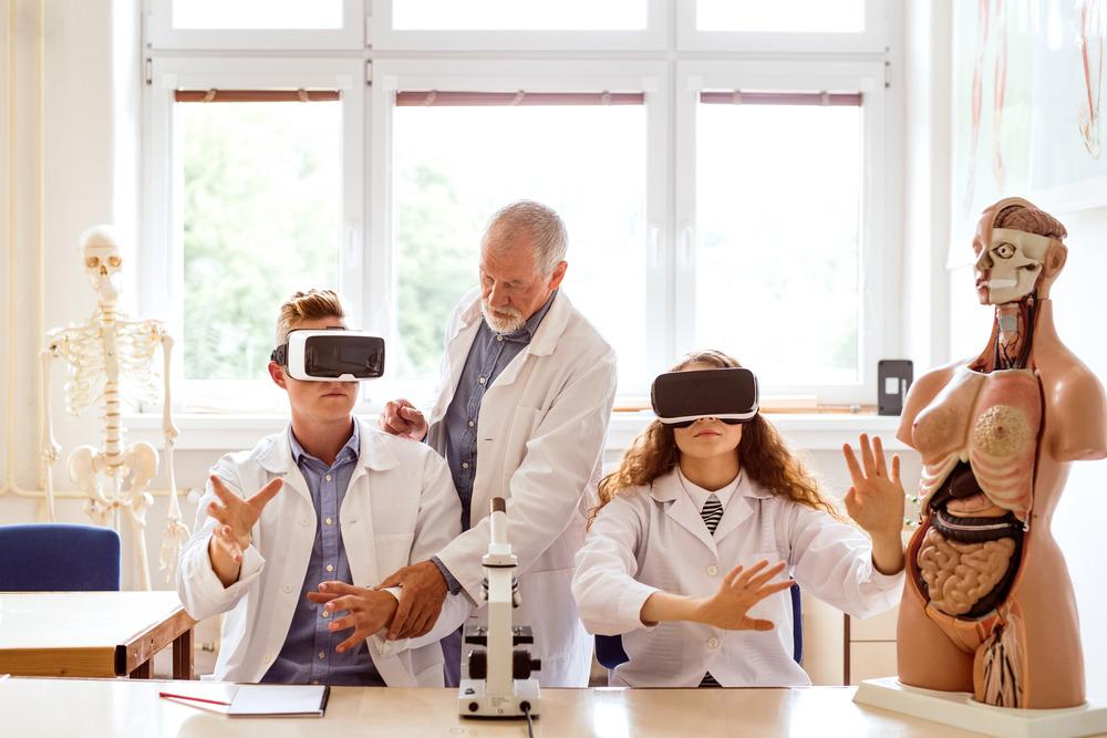 Как виртуальная реальность используется в современном мире