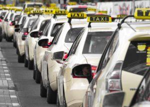 Астраханским таксистам повысили цену на разрешения в четыре раза