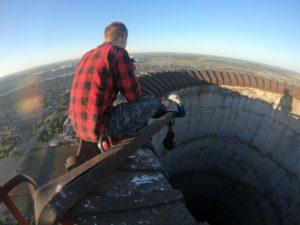 В Астрахани подростки забрались на 180-метровую трубу ГРЭС