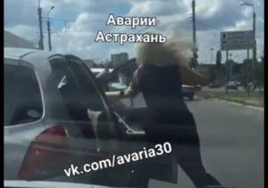 Две астраханских автоледи устроили на дороге рукопашный бой