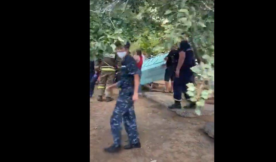 В Астрахани бетонная плита обрушилась на ребенка