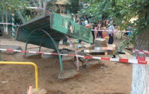 Директора астраханской УК задержали по делу о гибели ребенка на детской площадке