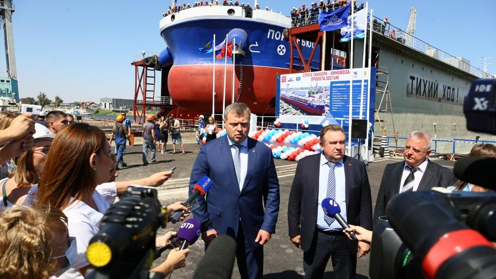 В Астрахани спустили на воду новый танкер-химовоз