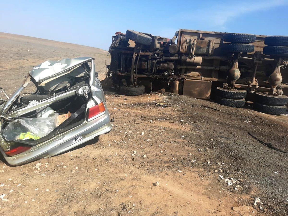 Жуткая авария под Астраханью: столкнулись грузовик и легковушка, есть погибший