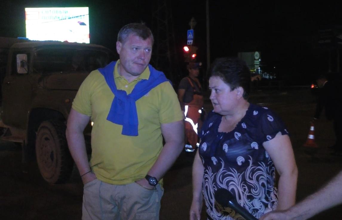 Игорь Бабушкин побывал на месте провала асфальта в Астрахани
