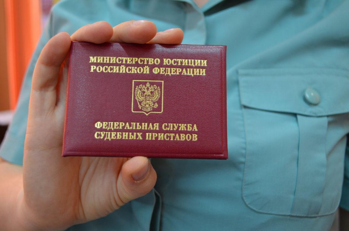 В Астрахани за некачественный ремонт школы у подрядчика арестовали квартиру