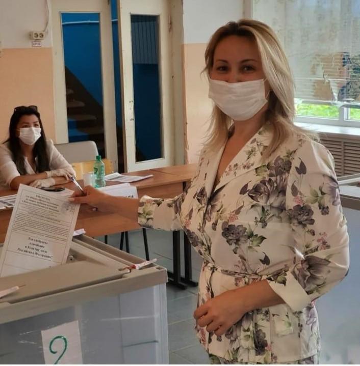 Депутаты Думы Астраханской области принимают участие в голосовании
