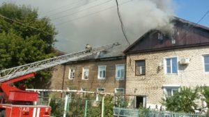 Площадь возгорания в многоквартирном доме в Астрахани увеличилась до 300 квадратных метров