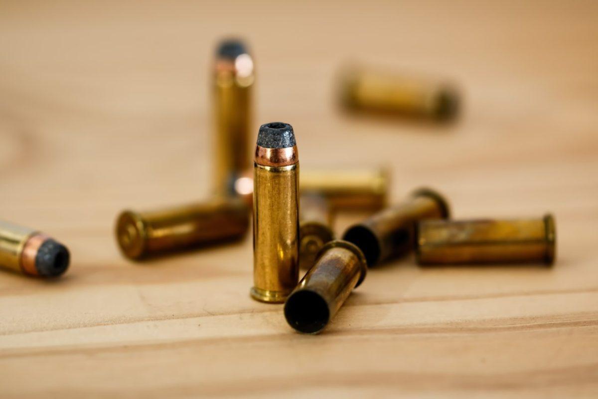Мальчика из Астрахани с пулей в сердце подстрелил его старший брат