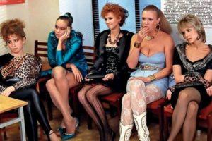 В Астрахани проститутка украла телефон возлюбленной изменника