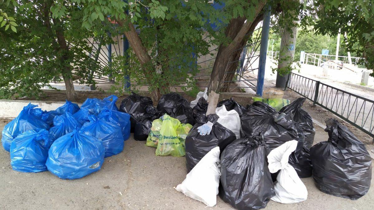 Регоператор «ЭкоЦентр» принял участие в уборке острова Городской в Астрахани
