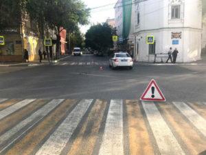Астраханский мотоциклист сбил пешехода в центре города и скрылся