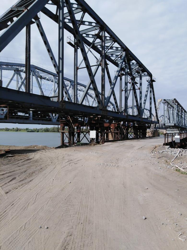 Строительство железнодорожного моста через реку Ахтуба в Красноярском районе Астраханской области завершится в 2021 году