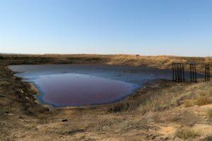В Астраханской области горит яма с мазутом