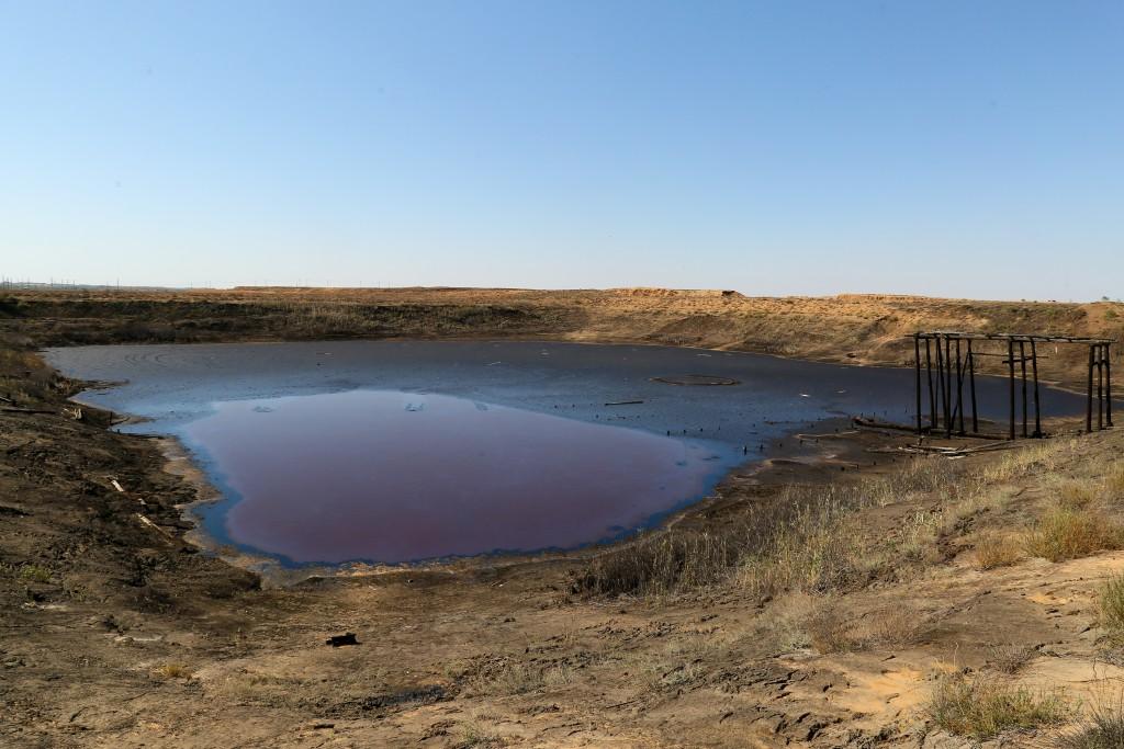 Ямы с нефтяными отходами под Астраханью ликвидируют в следующем году