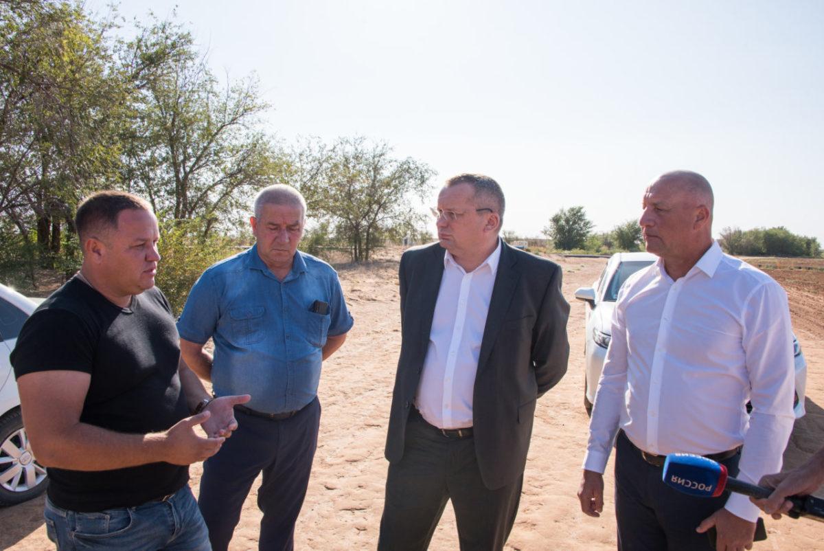 Развитие фермерства и обновленный сквер – Игорь Мартынов посетил Енотаевский район