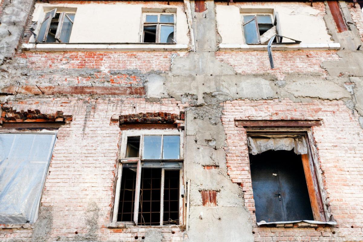 Астраханские власти хотят расселить аварийное жилье за два года