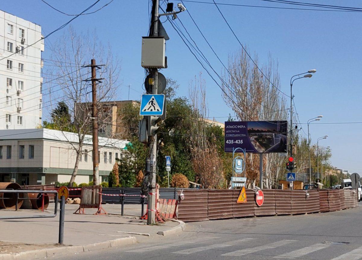 Из-за провала закрыли для движения 400 метров улицы Савушкина