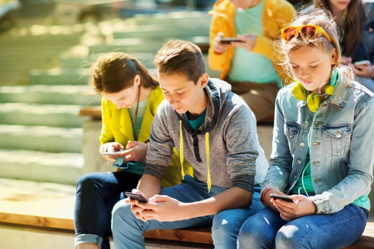 Как ребенку правильно пользоваться гаджетами: девять полезных приложений для учебы и безопасности