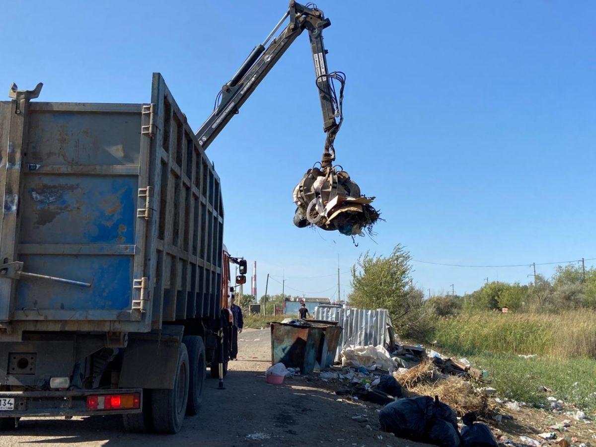 В Астрахани на месте ликвидированной свалки вновь выросли горы отходов
