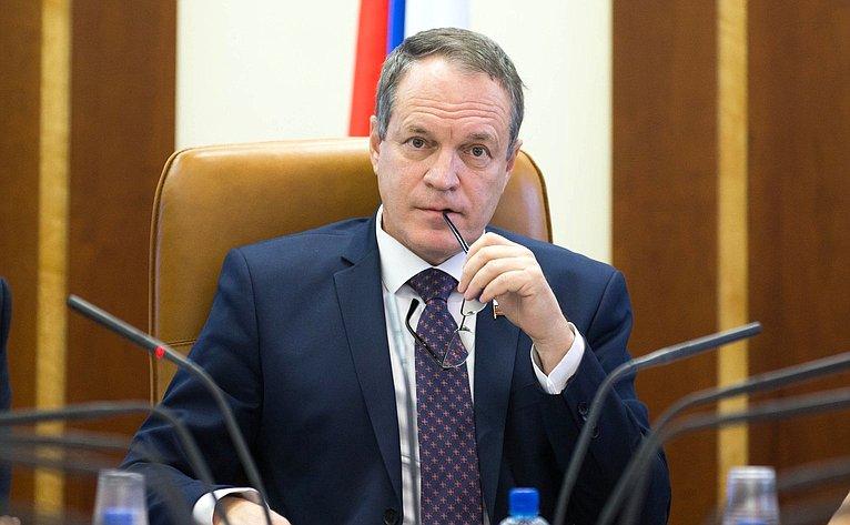 Астраханский сенатор Башкин заявил об информационной войне с Россией в Твиттере