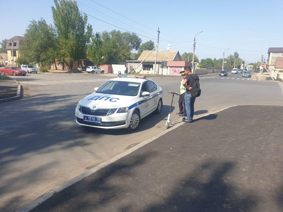 Астраханские инспекторы ДПС взялись за нарушителей на самокатах