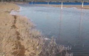 К астраханскому аэропорту подбирается озеро